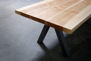 Table artisanale sur mesure / modèle Aubier / Frêne olivier massif / Pied en Gris acier / Fabrication française de haute facture