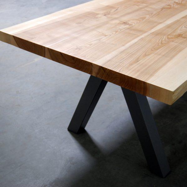ARTMETA table Aubier en bois massi et piétement acier thermolaqué