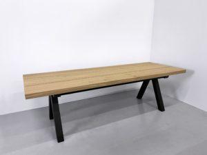 Table artisanale sur mesure / modèle Aubier / Chêne contemporain massif / Option 3 plateaux / 250 x 90 x H 75 cm / Pied en Noir charbon / Fabrication française de haute facture