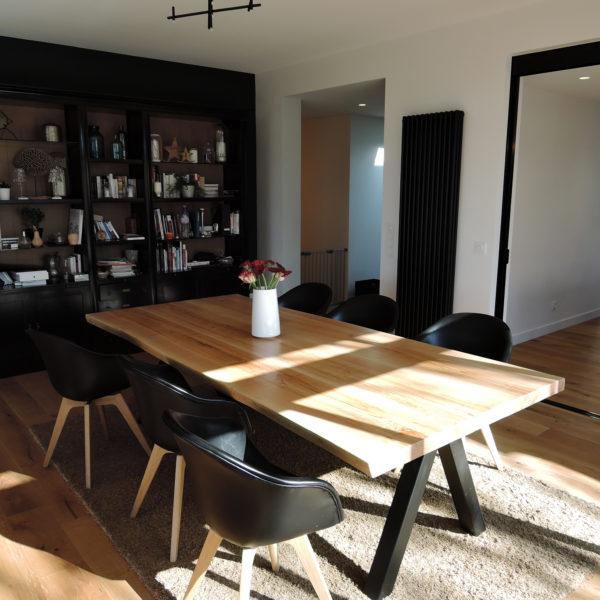 ARTMETA / table Aubier 260 x 120 cm / frêne olivier et piétement noir charbon