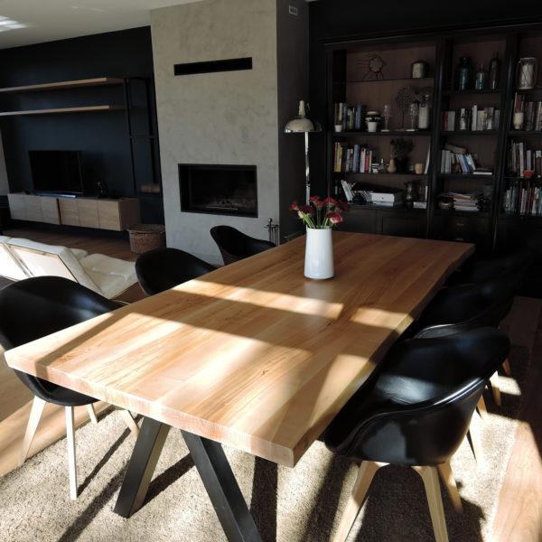 ARTMETA / table Aubier 260 x 120 cm / frêne olivier et piétement noir charbon / chez vous