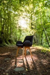 Chaise design cocon de fabrication française / tissu gris anthracite / ARTMETA