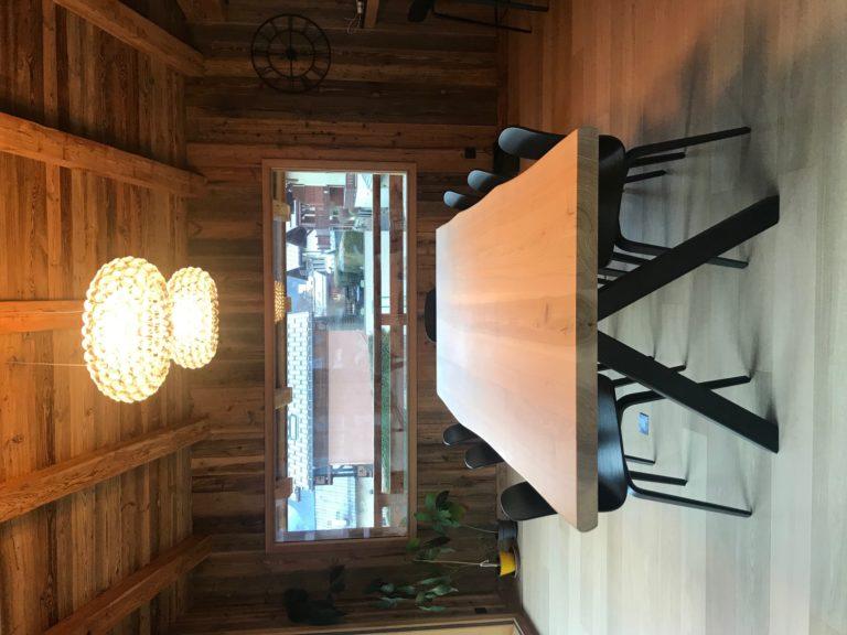 Table à manger Aubier en frêne olivier massif / L 250 x l 110 x h 75 cm / Pieds en Noir charbon