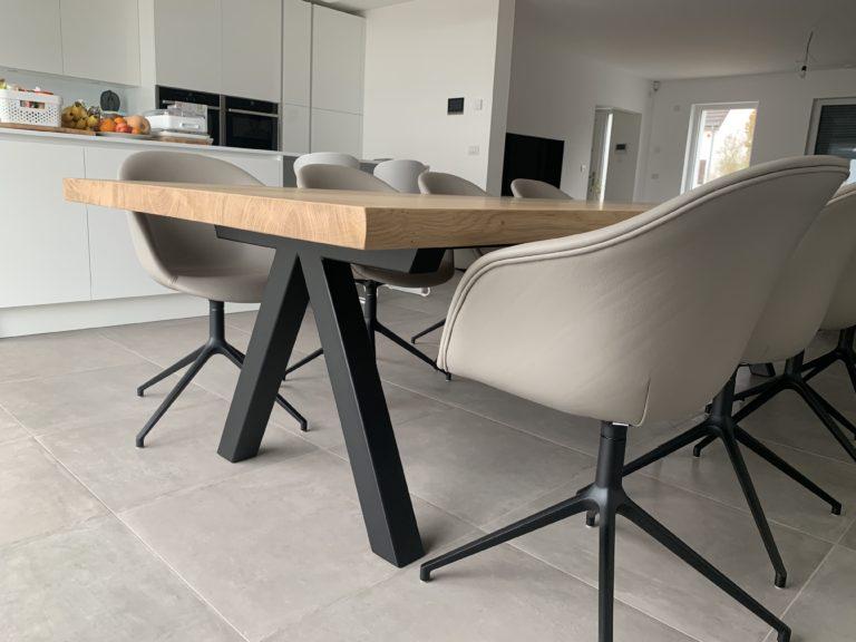 Table à manger Aubier en chêne contemporain massif / L 240 x l 120 x h 75 cm / Pieds en Noir charbon