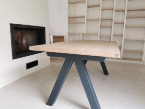 Table Aubier en chêne blanchi massif (pas de noeud sur demande) / L 180 x l 90 x h 75 cm / Pieds en RAL 7016