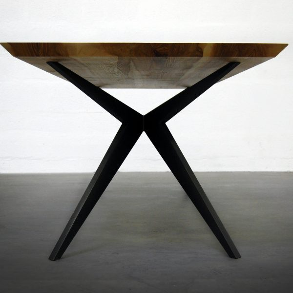 Artmeta : fabrication de tables sur mesure