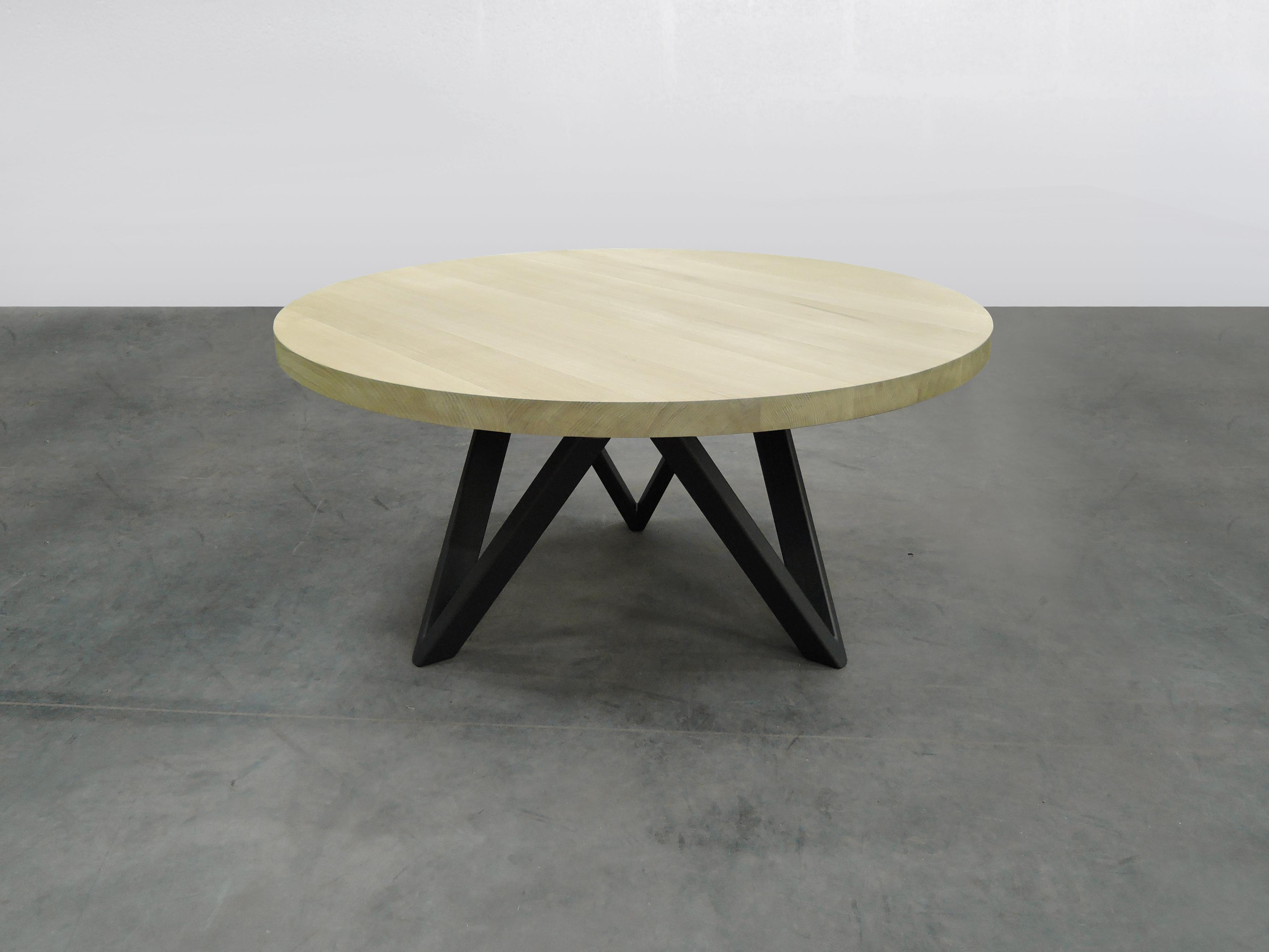 Table M avec pied central métal et bois massif Fabrication