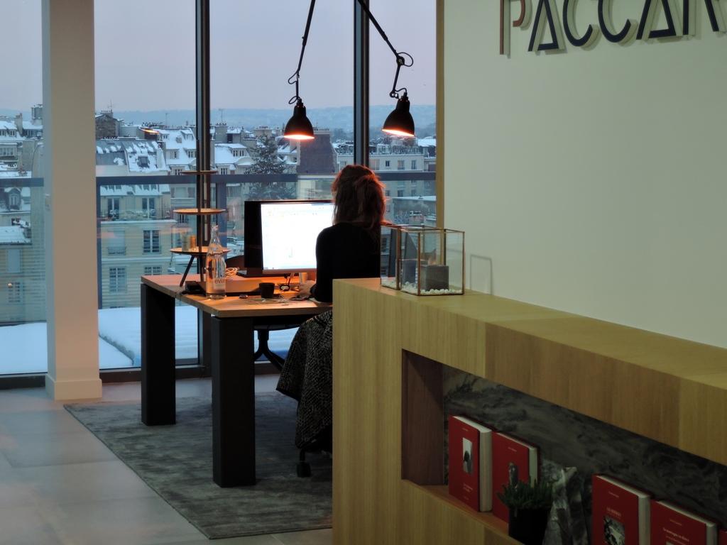 ARTMETA mobilier professionnel sur mesure professionnel bureaux paccard balmat paris