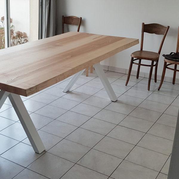 ARTMETA / table VINKING / 230x100 cm en frêne olivier et blanc nacré