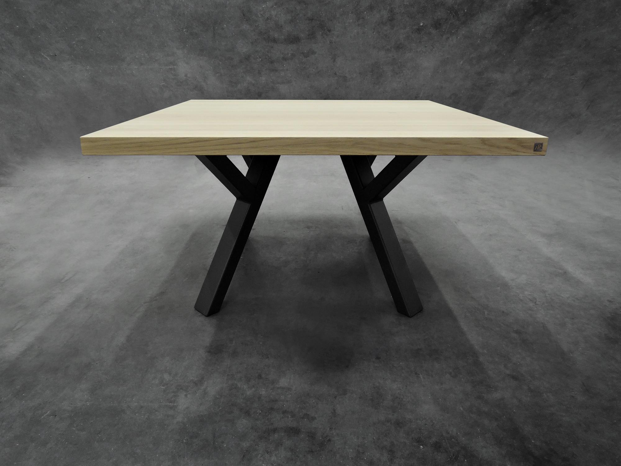 table ramage carr e m tal et bois massif fabrication. Black Bedroom Furniture Sets. Home Design Ideas