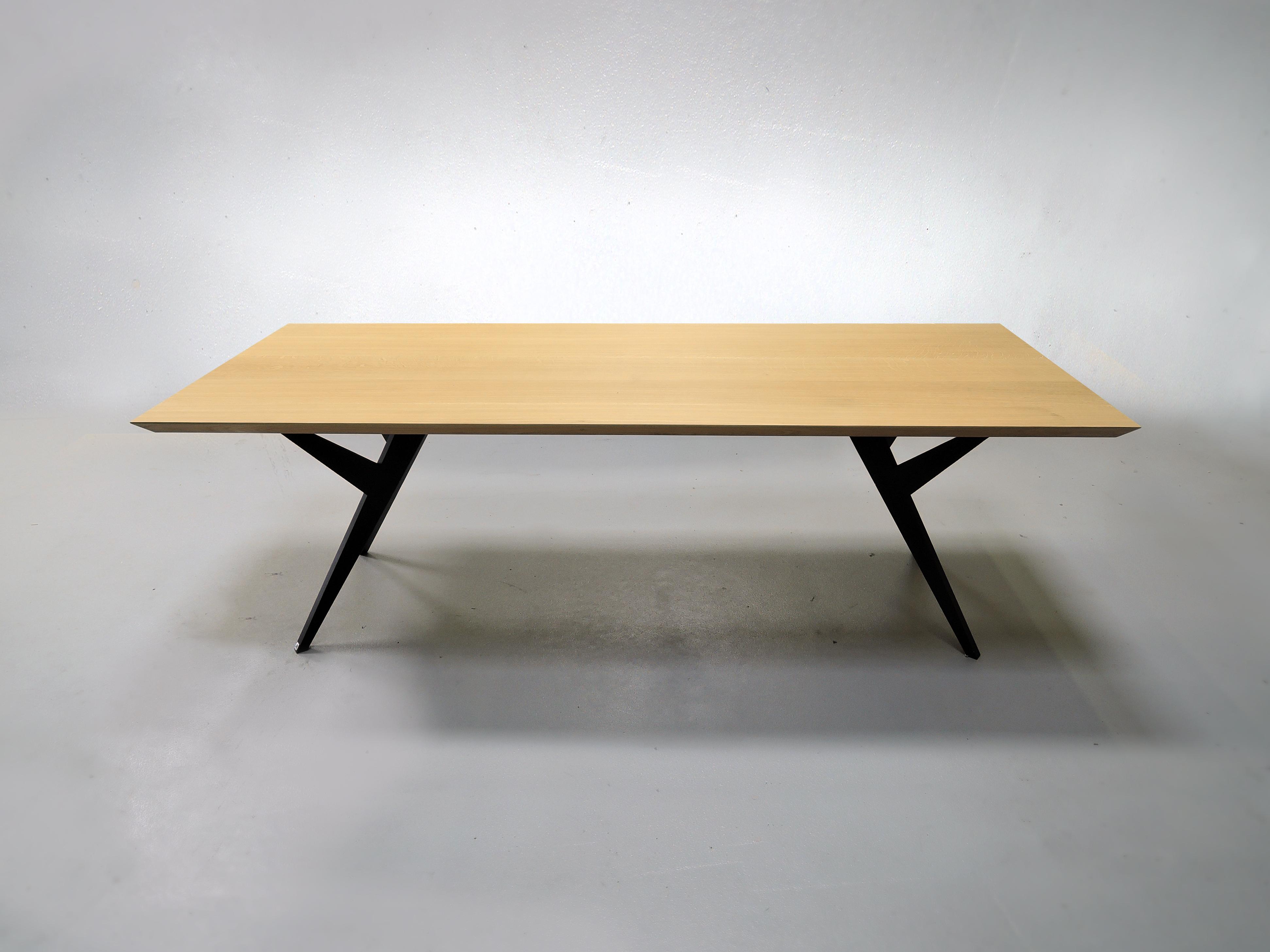 table ma reine m tal et bois massif design pur fabrication artisanale. Black Bedroom Furniture Sets. Home Design Ideas