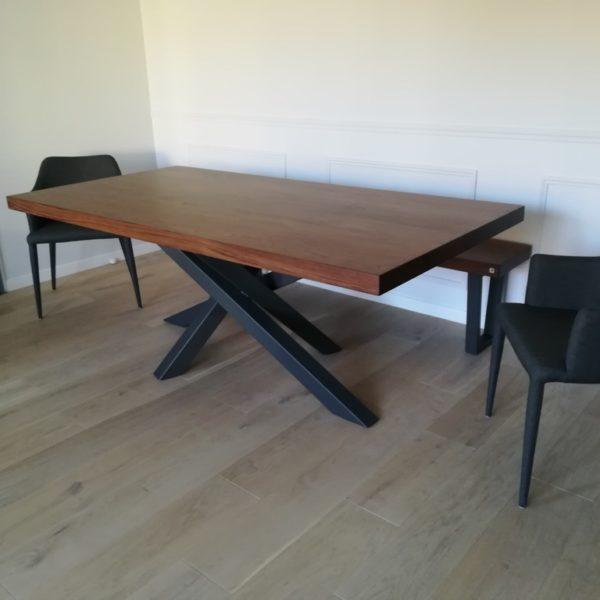 ARTMETA / table Mikado / 200 x 100 cm / noyer américain et gris acier / bords droits