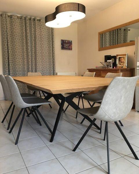 ARTMETA / table papillon 160 x 130 cm / chêne naturel et pied noir charbon