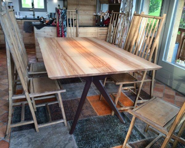 ARTMETA / table papillon 180 x 110 cm / frêne olivier et pied marron cuivré