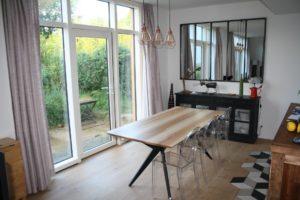 ARTMETA / table papillon 180 x 90 cm / frêne olivier et pied noir charbon
