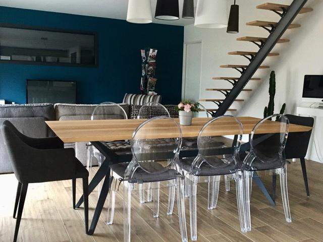 ARTMETA / table papillon 220 x 90 cm / frêne olivier et pied RAL 7016