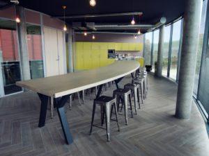 ARTMETA table sur mesure XXL 7 mètres courbe Hamelin metal et bois massif