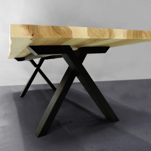 ARTMETA table Viking en frêne olivier et piétement noir charbon