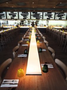 ARTMETA tables bois massif projet ZA aux halles à Paris pour Philippe STARCK