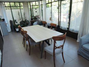 ARTMETA / table Papillon 212 x 100 cm / chêne blanchi prestige et RAL 7016