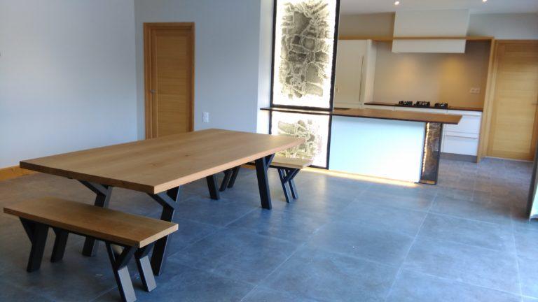 ARTMETA table à manger Ramage 240 x 120 cm / bois massif de chêne naturel + piétement acier RAL 7100