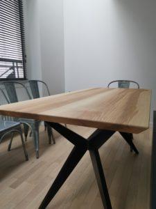 Table à manger Papillon / 160 x 75 x H 75 cm / Frêne olivier et pied noir charbon / ARTMETA