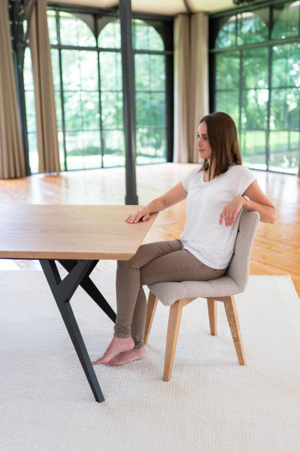 Table Ma Reine / 220 x 100 x H 75 cm / Chêne contemporain et pied noir charbon / Fabrication artisanale française ARTMETA