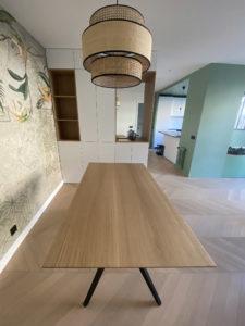 Table à manger Papillon / 160 x 90 x H 75 cm / Chêne contemporain et pied noir charbon / Fabrication sur mesure ARTMETA