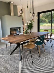 Table à manger Papillon / 260 x 100 x H 75 cm / Noyer américain et pied noir charbon / Fabrication sur mesure ARTMETA