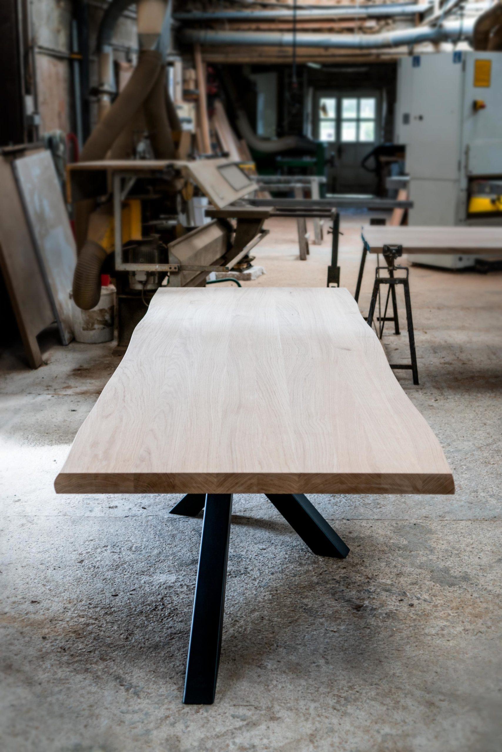 Table mikado en acier et bois massif sur mesure / ARTMETATable mikado en acier et bois massif sur mesure / ARTMETA