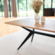 Table Papillon / 220 x 100 x H 75 cm / Chêne contemporain et pied noir charbon / Fabrication artisanale française ARTMETA