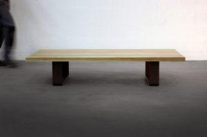 Table basse industrielle Ruban en acier et bois massif de chêne, frêne où autres essences / ARTMETA
