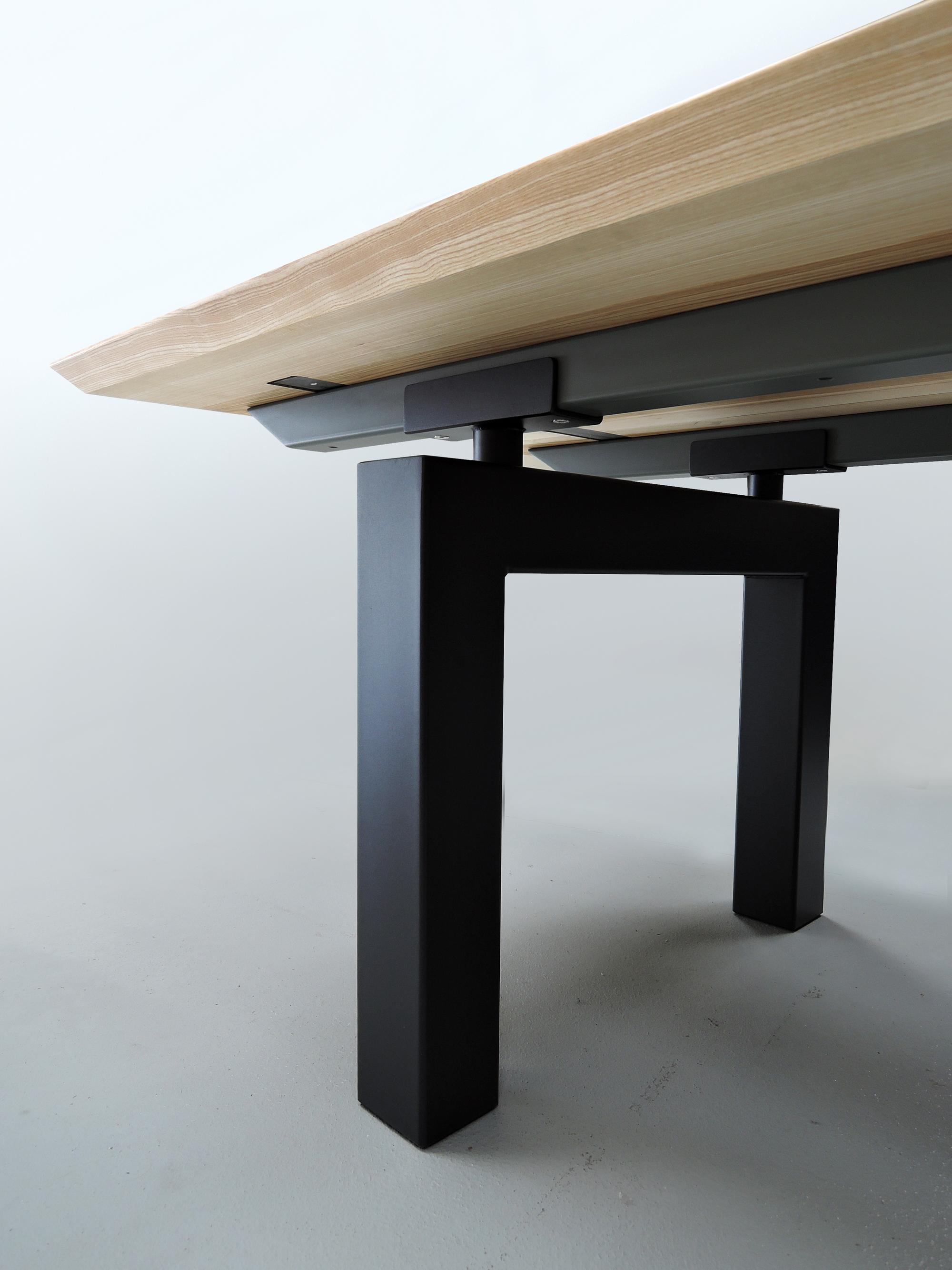 Table m cano m tal et bois massif design pur et a rien for Table bois massif metal