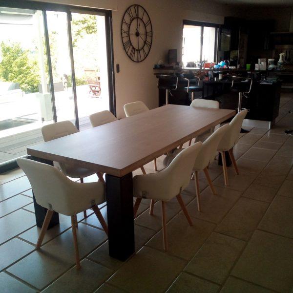 ARTMETA / table panorama 250 x 100 cm / chêne blanchi et pieds charbon noir