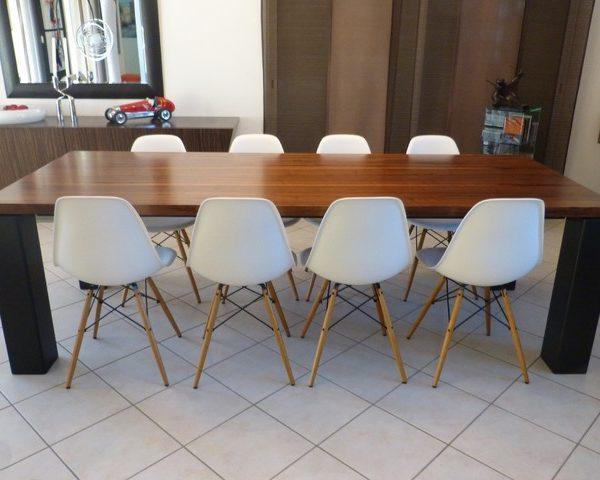 ARTMETA / table panorama 250 x 100 cm / noyer américain et pieds charbon noir