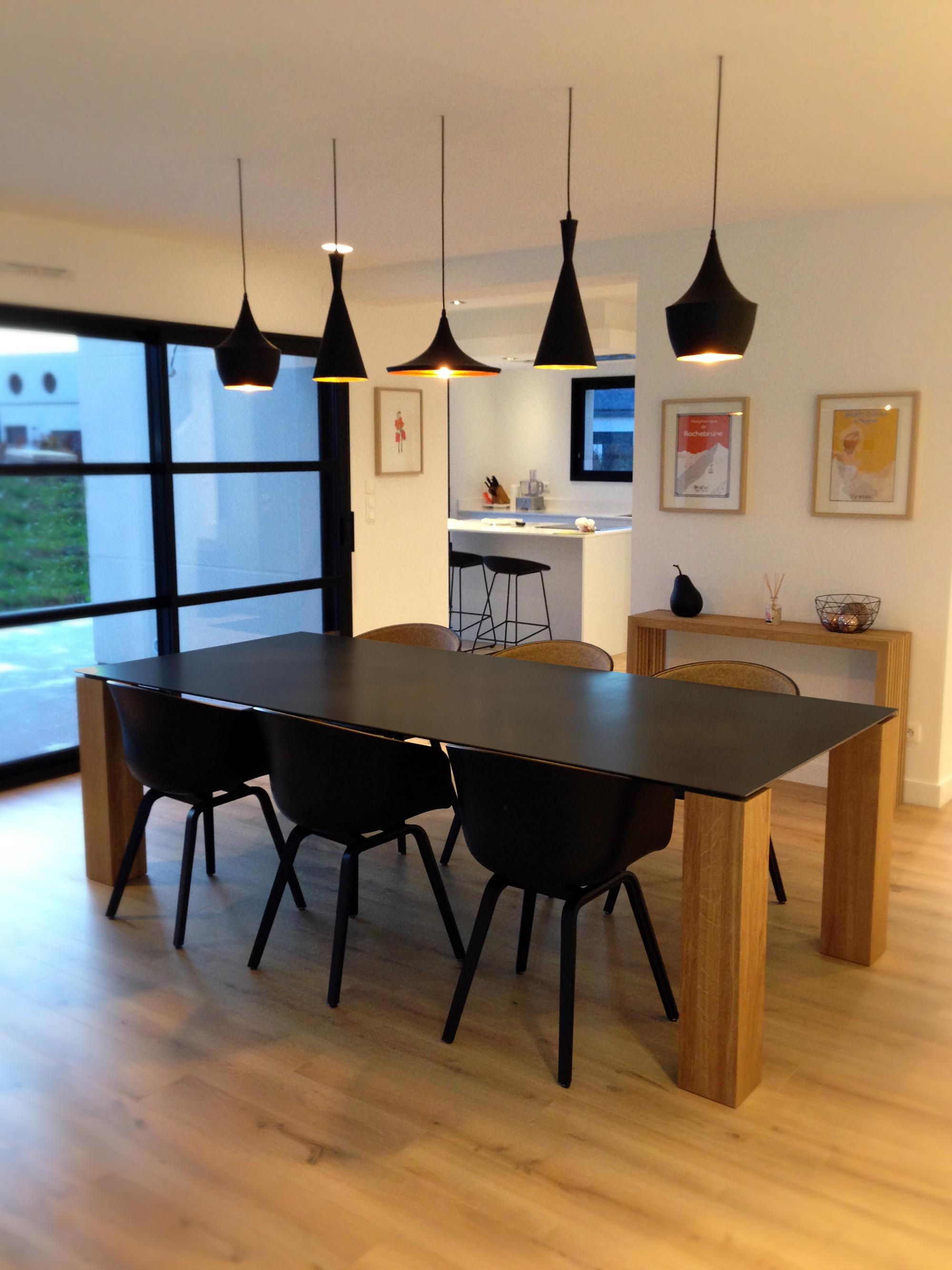 table contraste plateau acier et pieds bois massif sur. Black Bedroom Furniture Sets. Home Design Ideas