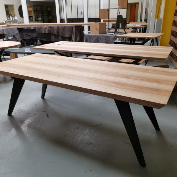 Table Amazone / 220 x 95 x 75 cm / frêne olivier + noir charbon