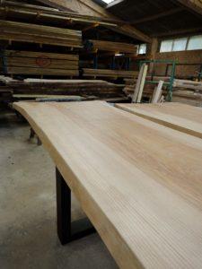 ARTMETA table XXL pour le groupe vinci / bois massif live edge