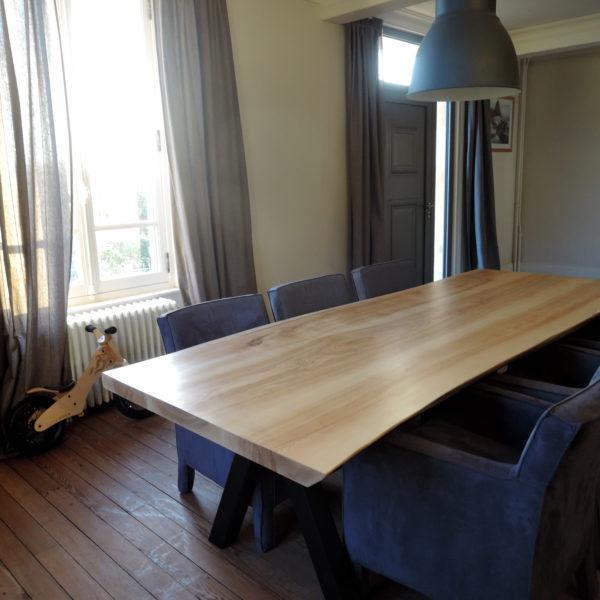 ARTMETA table Aubier / 280 x 100 cm / bois massif de frêne olivier / piétement noir