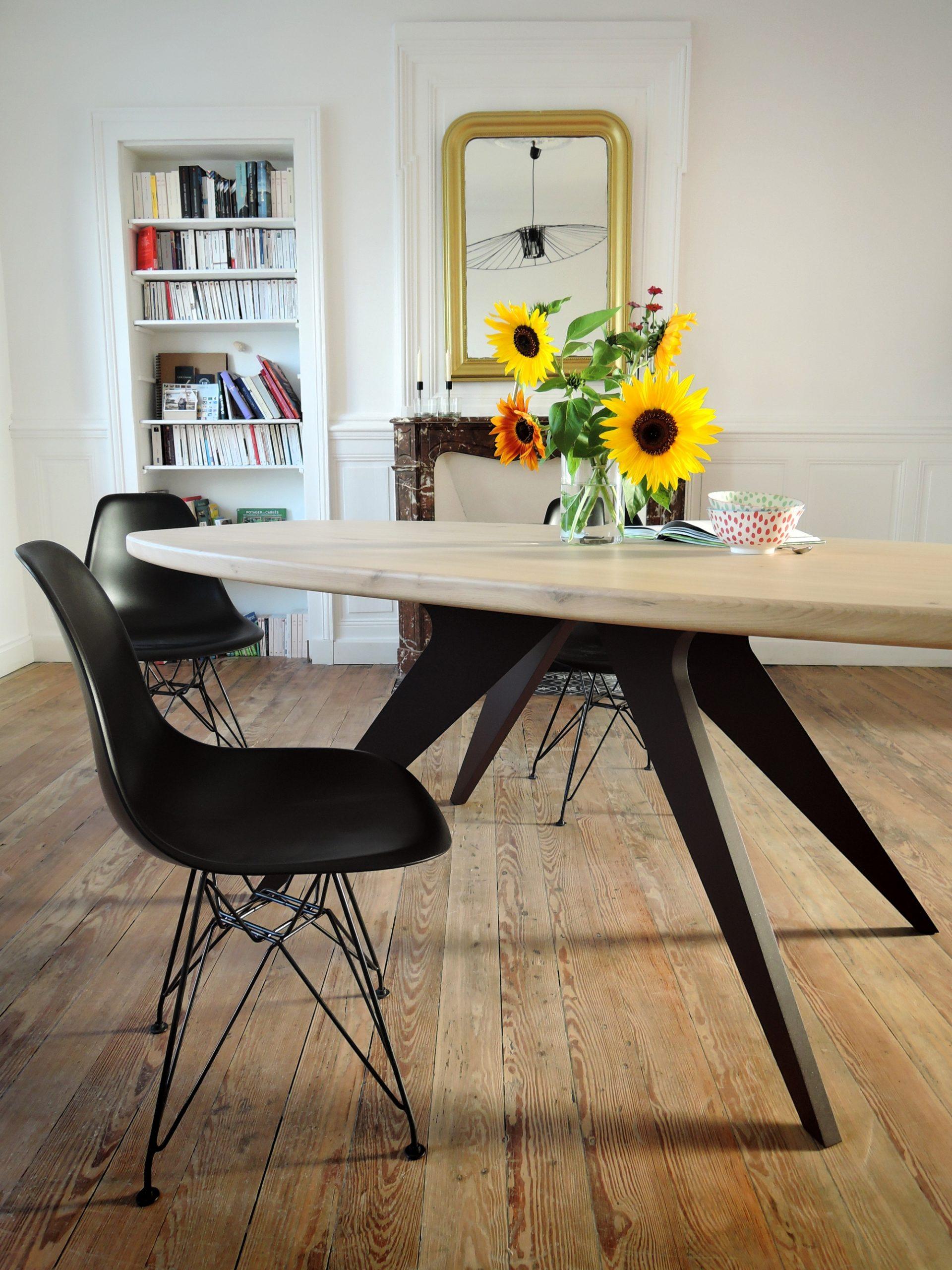 ARTMETA - mobilier sur mesure - table méduse - en aluminium pleine masse et bois massif - plateau ovale surf