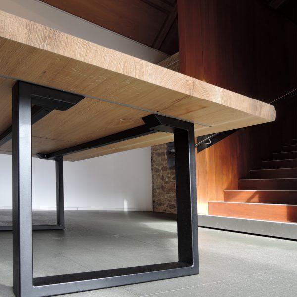 ARTMETA / table Urbaine / en acier et bois massif / fabrication artisanale française et sur mesure