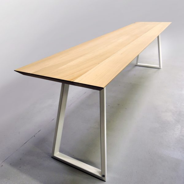 ARTMETA - table Versant - mobilier sur mesure en acier et bois massif de chêne français