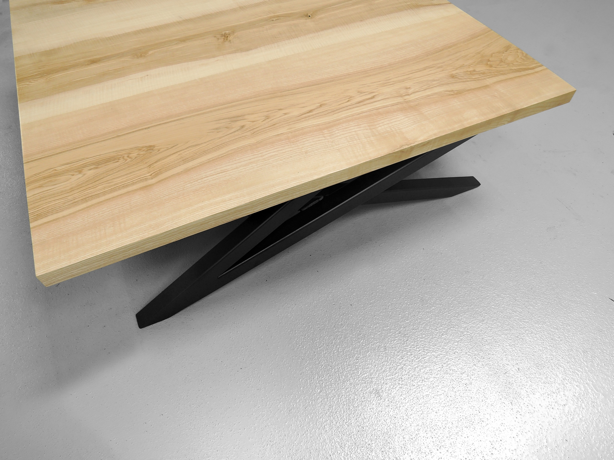 ARTMETA table basse signature sur mesure bois massif et acier