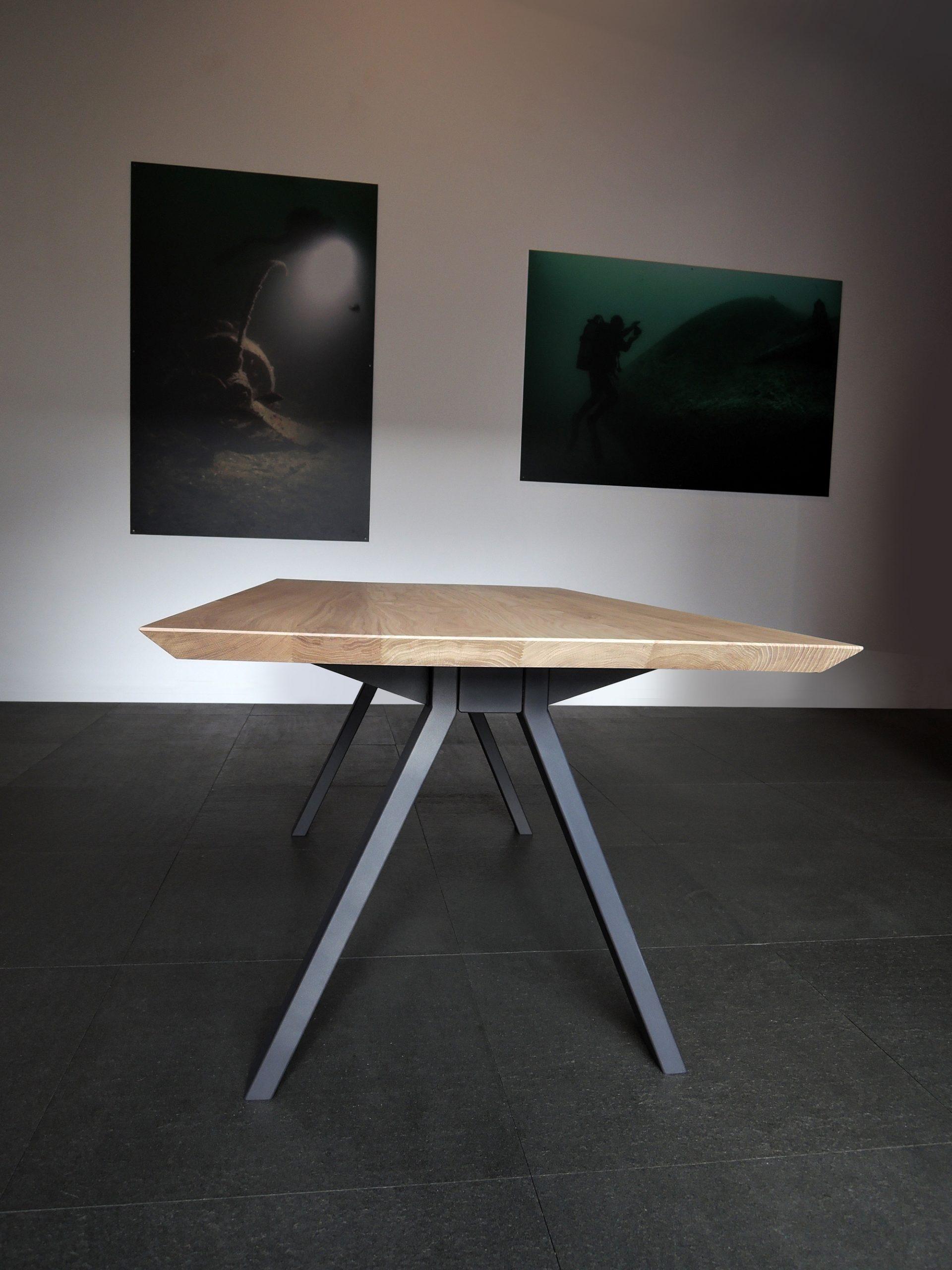 ARTMETA / table Ecrou / en acier et bois massif / fabrication artisanale et sur mesure