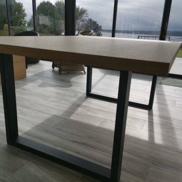ARTMETA / table urbaine 180 x 120 cm en plaquage de chêne naturel avec pied noir
