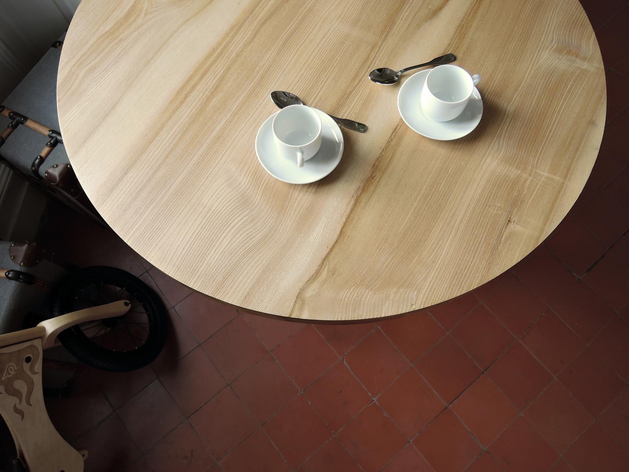 ARTMETA / Mange debout RAMAGE / table ronde en acier et bois massif