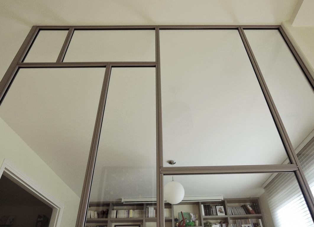 ARTMETA verrière intérieure ART DECO sur mesure en acier / teinte RAL sur mesure / vue côté parecloses
