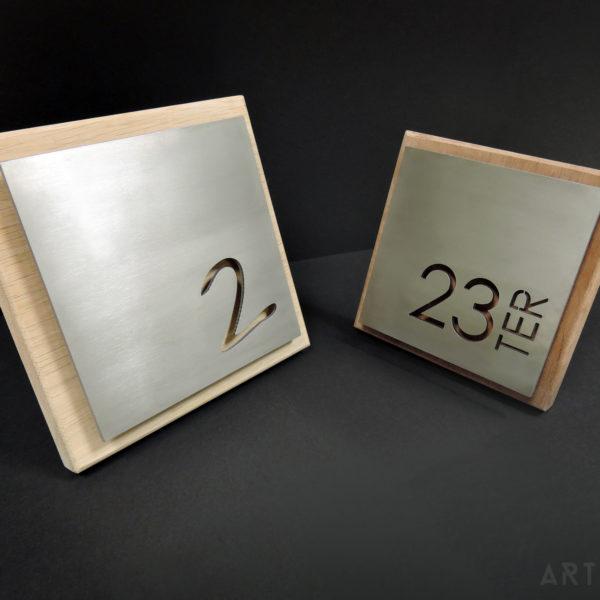 ARTMETA / plaque numéro de maison / inox et bois massif