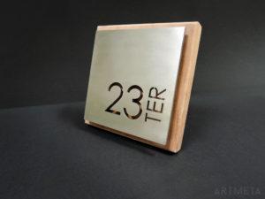 ARTMETA / plaque numéro de maison / inox et bois massif / 15 x 15 cm moabi