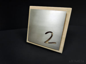 ARTMETA / plaque numéro de maison / inox et bois massif / 18 x 18 cm chêne naturel